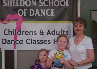 Even minions come to dance with Vicky